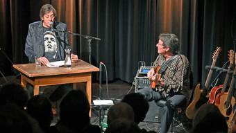 Sprache und Musik: Autor Pedro Lenz (links) und Musiker Max Lässer (rechts) präsentierten ihr Programm «Mittelland».