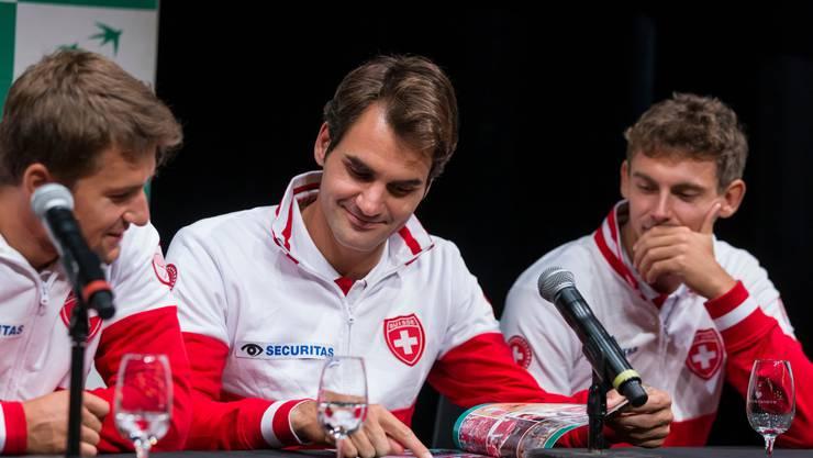 Roger Federer und Henri Laaksonen (rechts), hier auf einem Bild aus dem Jahr 2015 anlässlich einer Davis-Cup-Begegnung in Genf, hätten beim ATP-Cup ein ungleiches Duo bilden und die Schweiz vertreten sollen.