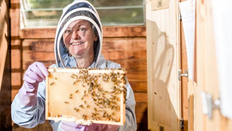 Die Bio-Imkerin Ursula Müller ist das vierte Jahr in Königsfelden tätig. Sie bietet eigenen Honig und Honigmet an.