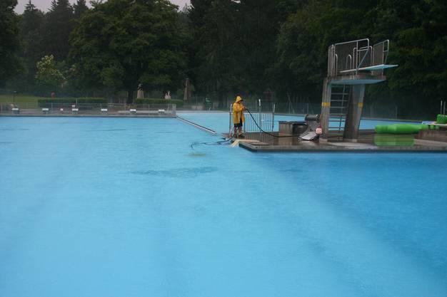 Bei strömendem Regen blieben die Badegäste fern