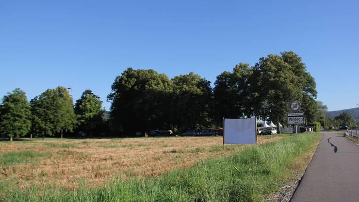Bei der Badi Villnachern soll es hinter dem Parkplatz am Aare-Kanal einen Wohnmobilstellplatz Wohnmobilabstellplatz für erst einmal drei Fahrzeuge geben.