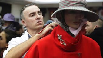 Nimmt beim Modelable Calvin Klein den Hut: der belgische Stardesigner Raf Simons. (Archivbild)