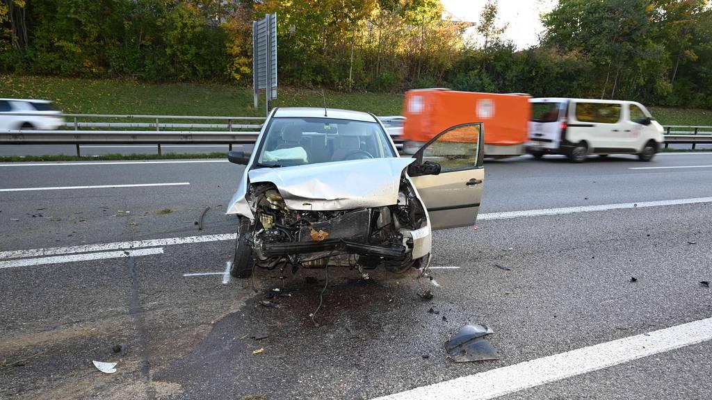 Lenker nickt während Fahrt ein und baut Unfall – A1 eine Stunde teilgesperrt
