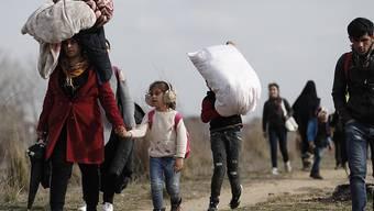 Flüchtlinge und Migranten versuchen Griechenland zu erreichen, nachdem die Türkei erklärte, sie wolle Migranten auf ihrem Weg nach Europa nicht mehr aufhalten. (Foto: Dimitris Tosidis/EPA Keystone SDA)