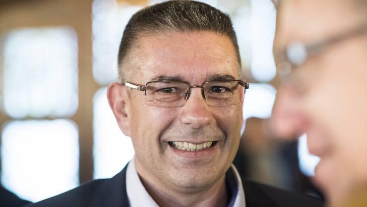 Vizeammann Markus Schneider freut sich nach seiner Wahl zum Stadtammann, anlässlich des zweiten Wahlgang im Stadthaus in Baden