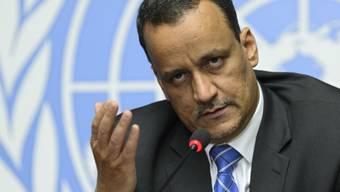 Der Sondergesandte der UNO für Jemen, Ismail Ould Scheich Ahmed, erläutert vor den Medien in Genf das Ende der Gesprächsrunde ohne Ergebnis.