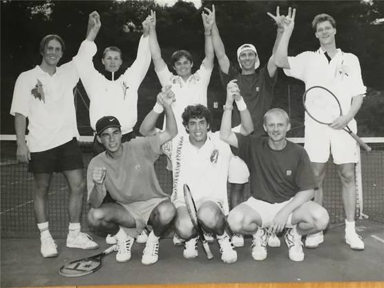 Die NLB-Mannschaft von 1997/98 (hinten von links): Stefan Reist, Diego Franzetti, Ivan Richard, Michael Back, Frank Hoheisel. Vorne von links: Sandro Hess, Adrian Meier und Captain Beda Mrose. ZVG
