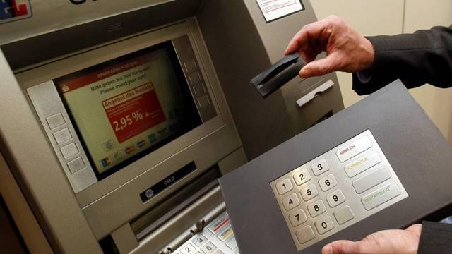Beim Skimming werden Bankdaten ausgespäht (Archiv)