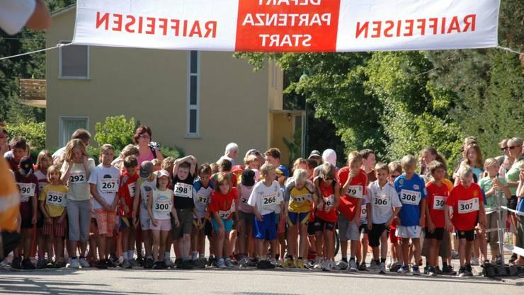 Startschuss für die jungen Läufer am Birsegg-Lauf 2016.