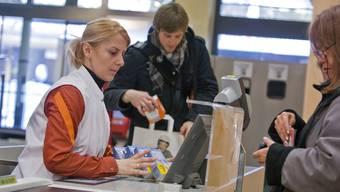 Migros-Angestellte können aufatmen: Ihr Lohn wird nicht angetastet.