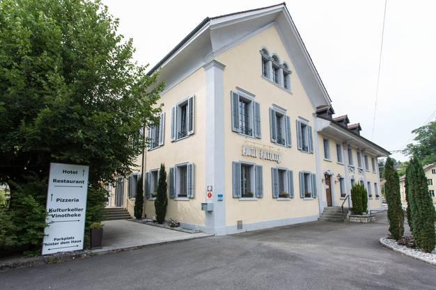 """Das Dreistern-Hotel """"Herberge Teufenthal""""."""