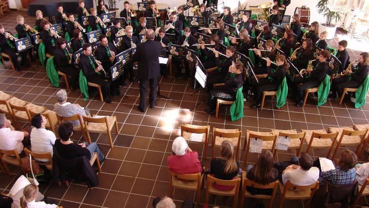 Bravourös: Ohne Entleisungen hat die Stadtjugendmusik die musikalische Fahrt durch die Mandschaft gemeistert.