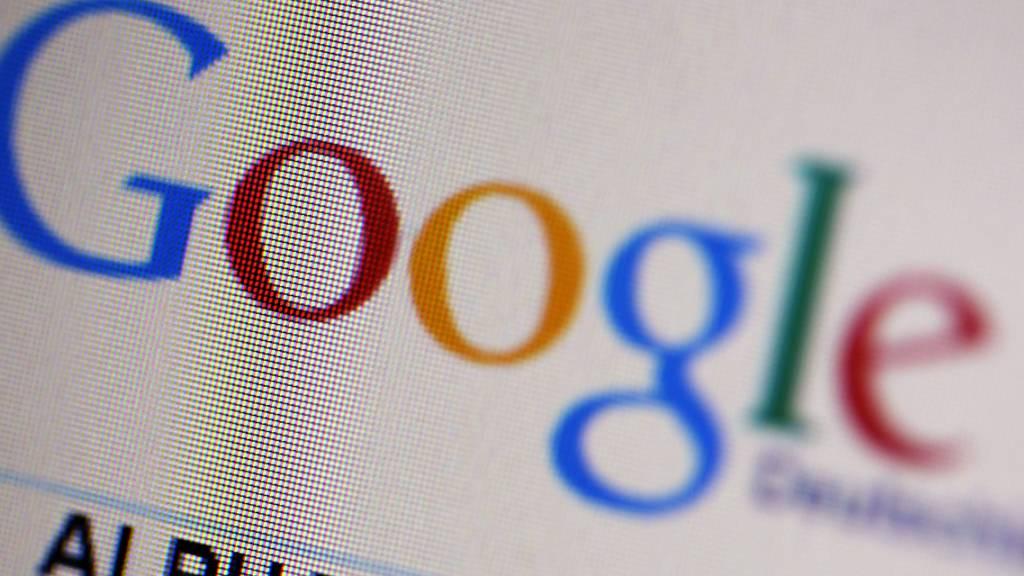 Zahlreiche Mitarbeiter von Google haben sich in einer Petition gegen ihr eigenes Unternehmen gewandt, weil dieses mit seinen Produkten die Polizeiarbeit unterstütze und sich quasi gegen die Bürger stelle. (Archivbild)