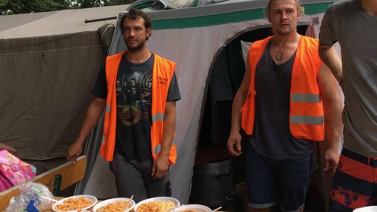 Fabian Dingetschweiler (links) engagierte sich als Flüchtlingshelfer in Chios und Como.