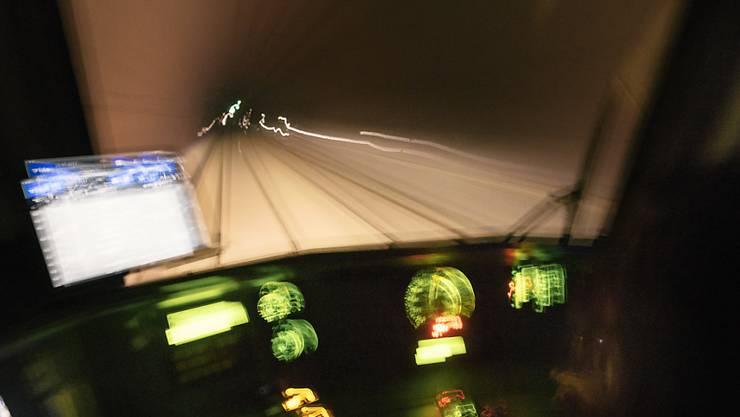 Im Lötschbergbasistunnel kann wieder gefahren werden - allerdings erst in einer Röhre. (Archivbild)