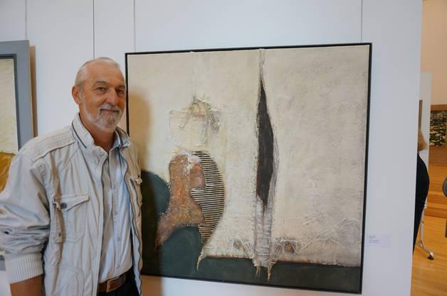 Künstler Rene Gehrig vor seinem Bild