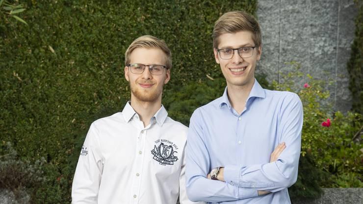 Die Brüder Nick und Benjamin Riva (von links) wollen zusammen in den Nationalrat.