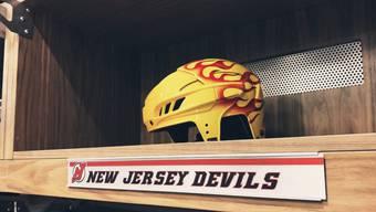 Der Flammenhelm in der Garderobe der New Jersey Devils.