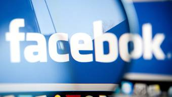 Facebook ist nach eigenen Angaben von Hackern angegriffen worden (Archivbild)