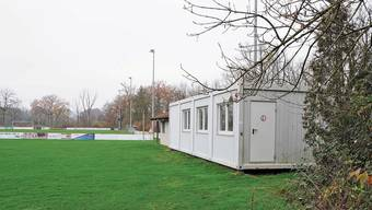 Der FC Klingnau stellte die weissen Container ohne Bewilligung im Grie auf und muss sie wieder entfernen.