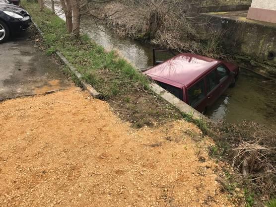 Der Fahrzeuglenker blieb unverletzt.