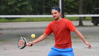 Ibrahim Fetov ist Tennisspieler, kann aber genauso gut mit dem Padel-Schläger umgehen.