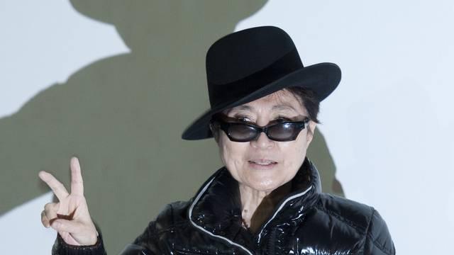 Yoko Ono gräbt Erinnerungsstücke aus (Archiv)
