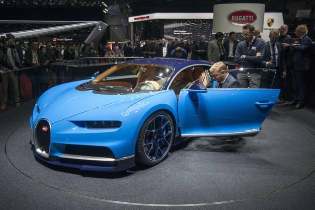 """Auto-Bild nennt den Bugatti Chiron das """"Über-Auto"""". Dabei ist er """"nur"""" der schnellste Serien-Sportwagen der Welt, mit 420 km/h Höchstgeschwindigkeit."""