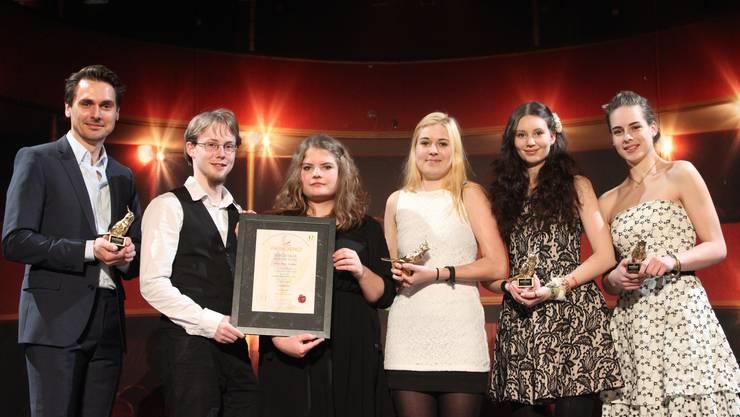 v.l.n.r. Andreas Schmidhauser (Theaterpädagoge), Kaspar Rechsteiner, Vera Probst, Noemi Zengaffinen, Steffi Friis und Tabitha Frehner.