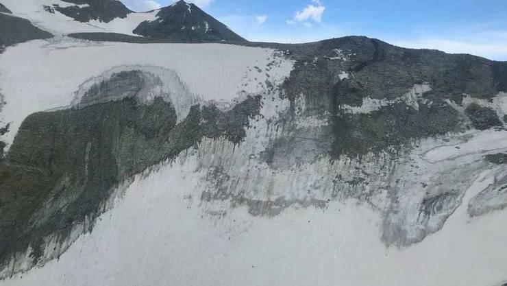 Absturzgebiet auf über 3000 Metern: Das Kleinflugzeug mit Pilot und drei Passagieren stürzte am Freitag auf den Mont-Durand-Gletscher ab.