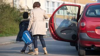 Elterntaxis sorgen in vielen Gemeinden für Unmut. (Symbolbild)