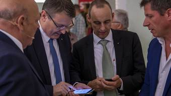 Keine guten News: Thomas Burgherr und Pascal Furer von der SVP müssen bei der Nationalratswahl einen Rückschlag hinnehmen.