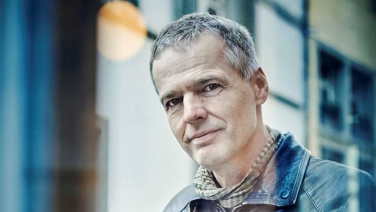 Wolf Haas ist für sein neues Buch in das Dorf seiner Jugend zurückgekehrt. ©Gerry Nitsch