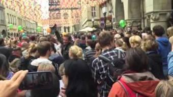 Flashmob in Münster: Rund 1000 Menschen singen «Schrei nach Liebe»