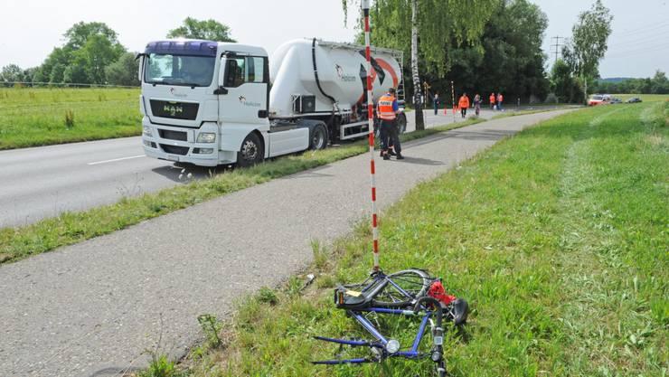 Der Velofahrer musste mit schweren Verletzungen ins Spital gebracht werden.