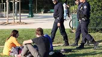 Polizisten patrouillierten den ganzen Tag auf dem Champ de Mars