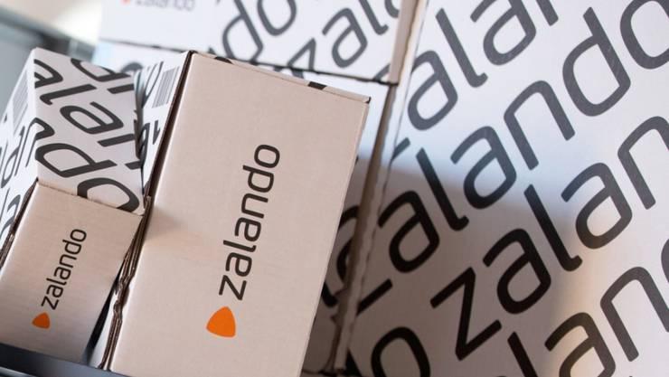 Die gedämpfte Shoppinglust vieler Konsumenten wegen der Coronavirus-Pandemie macht Europas grösstem Online-Modehändler Zalando zu schaffen. Im ersten Quartal rutscht das deutsche Unternehmen in die roten Zahlen. (Archiv)