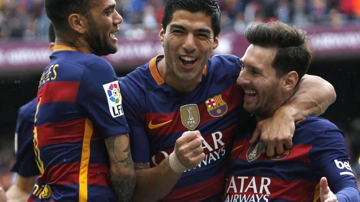 Luis Suarez (Mitte) traf für den FC Barcelona im Stadtderby zweimal