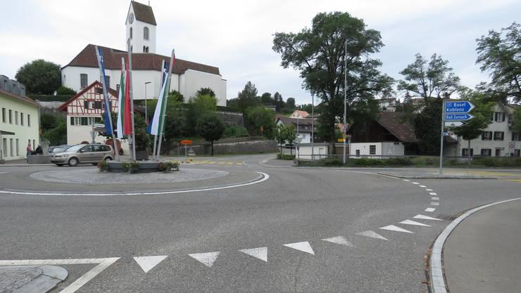 In diesem Kreisel in Lengnau kam es zum Unfall mit Fahrerflucht.