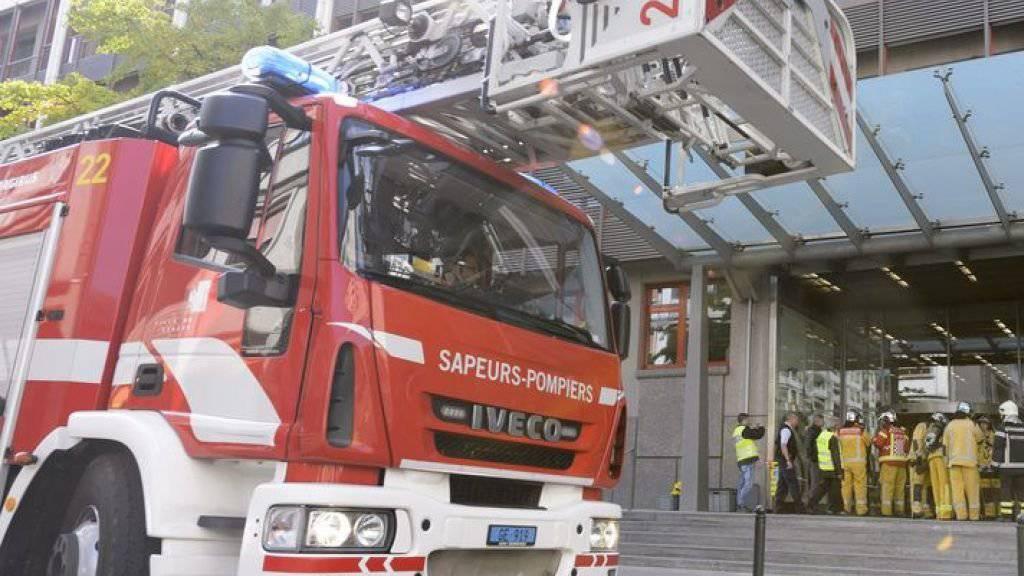 Dutzende Bewohner der brennenden Genfer Wohnblocks mussten mit Feuerwehrleitern in Sicherheit gebracht werden. (Symbolbild)