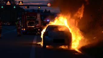 Autobrand auf der A2 bei Pratteln am 22.9.2015