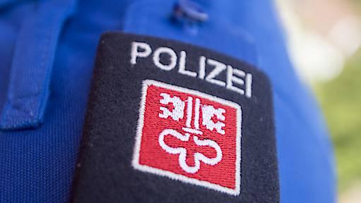 Die Nidwaldner Polizei sucht nach dem Unfall Zeugen (Symbolbild).