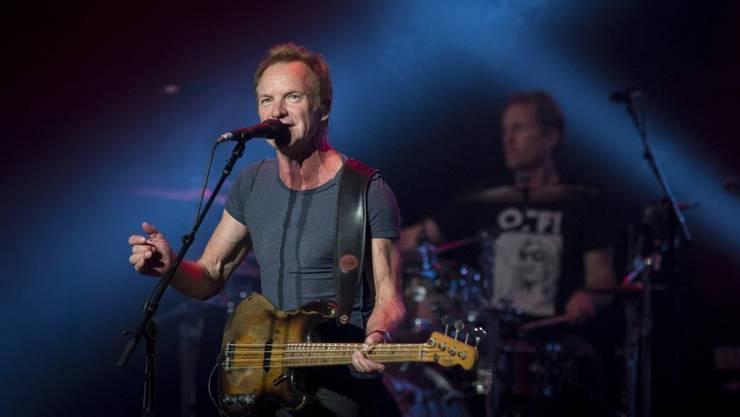 Der britische Musiker Sting, hier bei einem Konzert im Royal Theatre in Madrid, hat 100'000 Euro an ein Flüchtlingsprojekt gespendet. (Archiv)