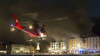 Auch beim Hotelbrand in Arosa war die Rega Ende Jahr im Einsatz und brachte drei Verletzte in Spitäler. (Archivbild)