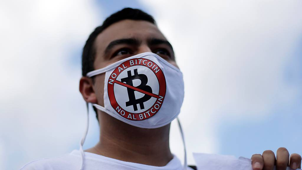 Bitcoin fällt nach Zulassung als Währung in El Salvador