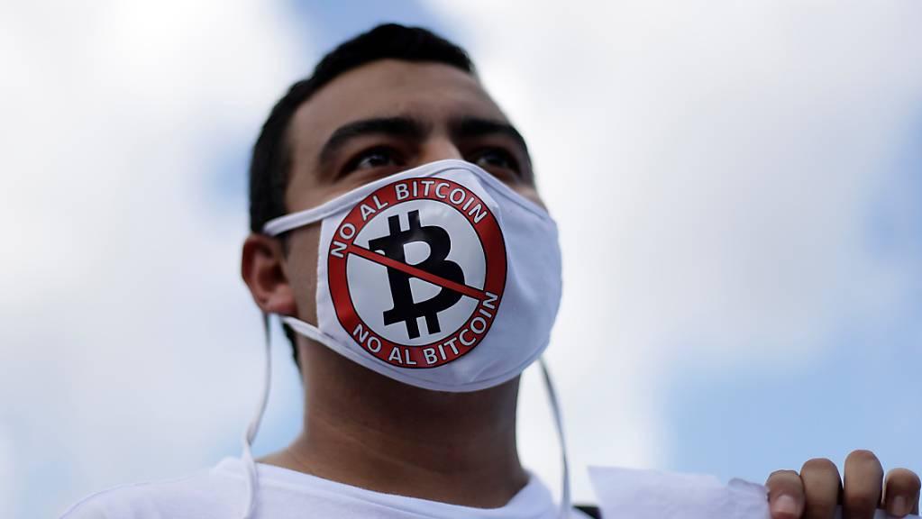 Der Bitcoin geriet nach einem chaotischem El-Salvador-Debut unter Druck. Im Bild die Proteste gegen die Einführung vom vergangenen Wochenende.