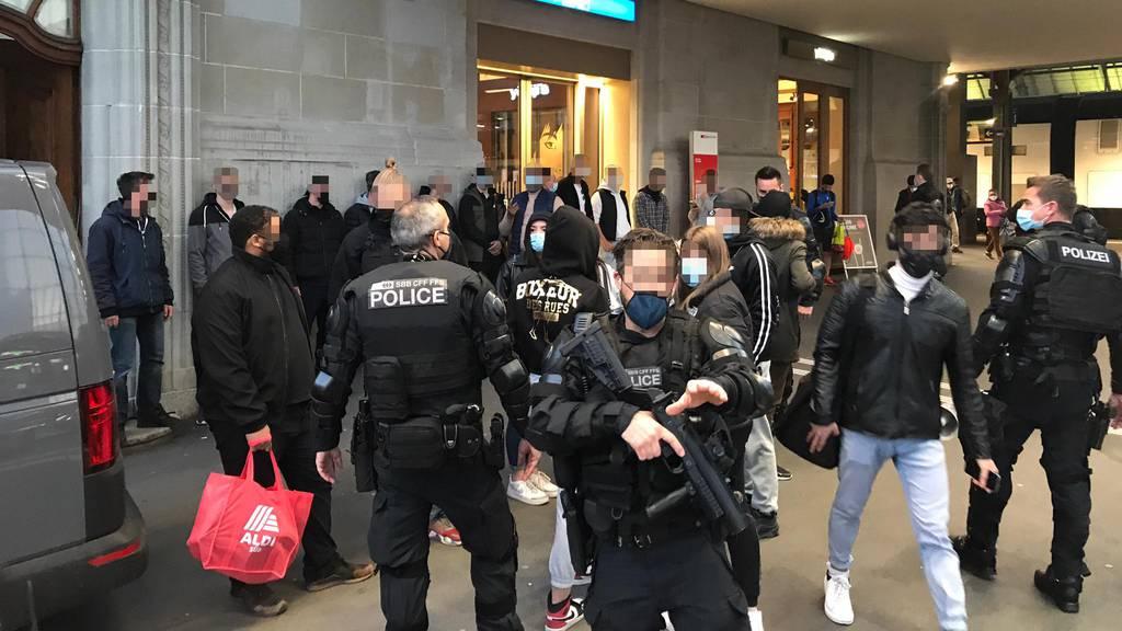 500 Personen weggewiesen, Polizei verhindert weitere Krawalle