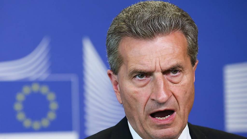 Der deutsche EU-Kommissar Günther Oettinger sagte in einem Interview, die Schweiz müsse sich auf ein langes Warten bezüglich des EU-Rahmenabkommens einstellen. (Archivbild)