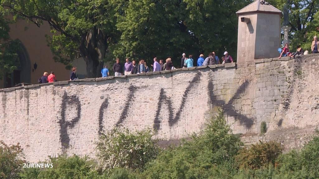 Unbekannte besprayen Lindenhof-Mauer