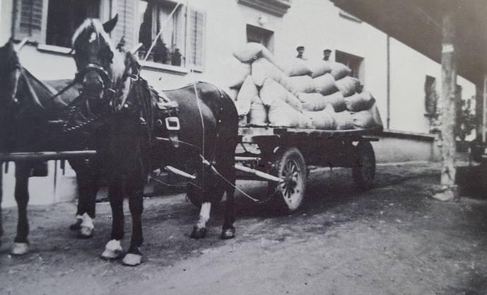 Die Auslieferung der Ware erfolgte bis 1949 mit Ross und Wagen.